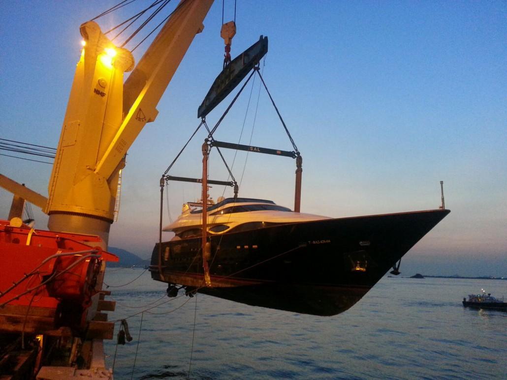 Yate de Vigo a Hong Kong, 170 toneladas. 40 mts. de eslora