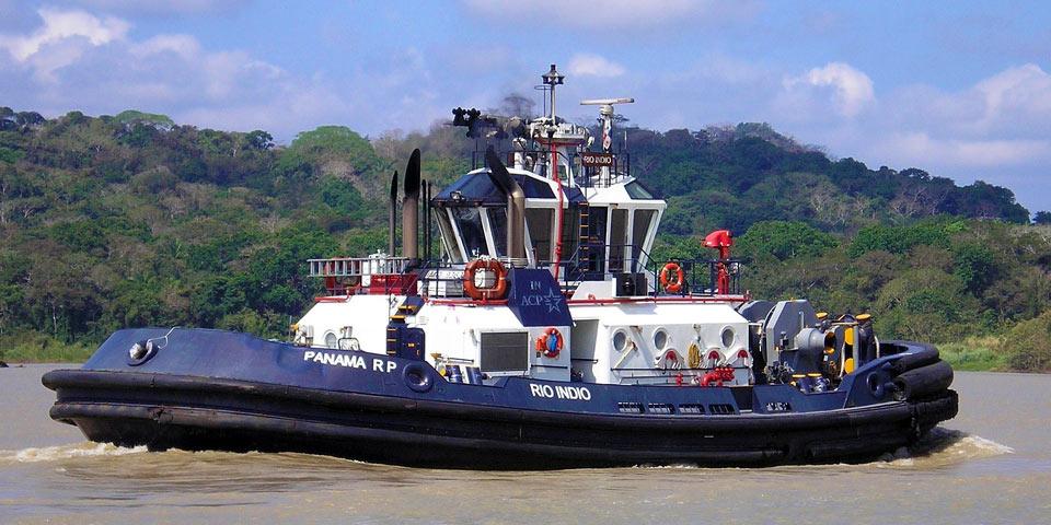 Remolcador Canal Panamá